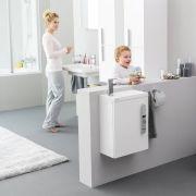 Держатель туалетной бумаги Ravak Chrome CR 400 в интерьере
